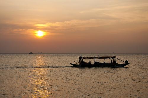 sunset shadow reflection silhouette bay boat nikon philippines manila ph phl manilabay banca bangka manilabaysunset motorizedboat nikond90 putingbagwis