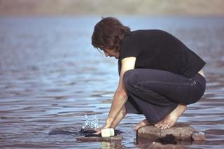 Lessive dans le lac Isli (Maroc 1974)