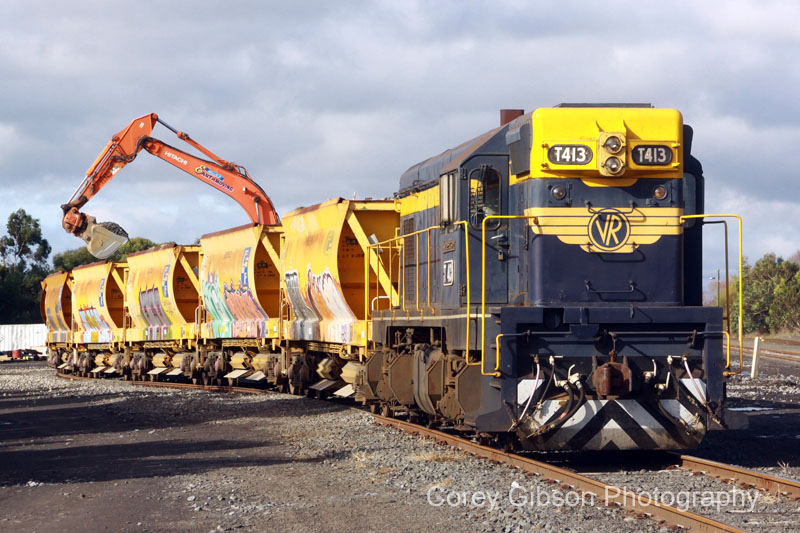 T413 loading at Camperdown by Corey Gibson