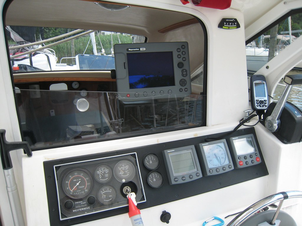 Raymarine C80 chartplotter on swing arm mount | View of disp… | Flickr