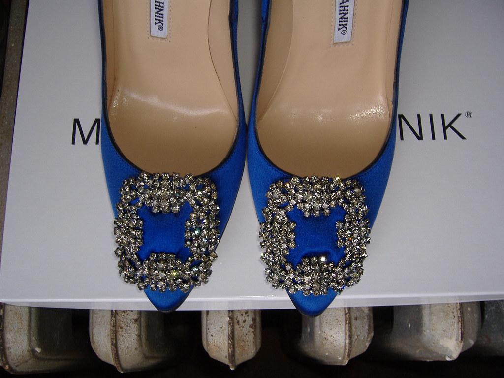 9ccceddb8725 ... Manolo Blahnik Something Blue Hangisi toes