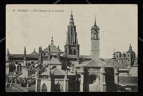 La Catedral de Toledo con la torre del reloj.