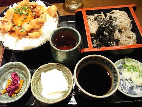 鶏味噌おん玉丼と蕎麦せっと | by sotarok