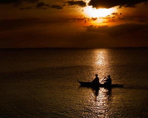 sunset sea sky sun silhouette fun boat george philippines explore manila photowalk mateo manilabay gregorio boatmen explored thehousekeeper teampilipinas flickristasindios multimegashot litratistakami georgemateo gregoriomateo gcmateo