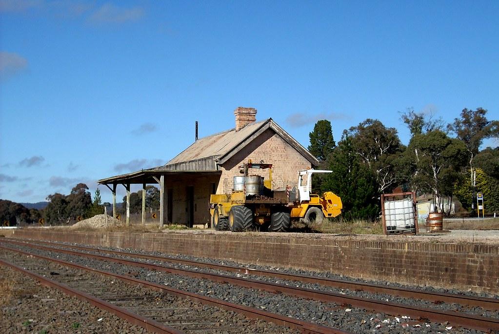 Ben Bullen Railway Station, Ben Bullen, NSW by dunedoo