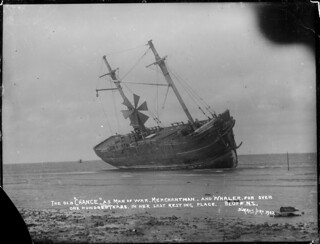 Sailing ship Chance, aground at Bluff, 1902