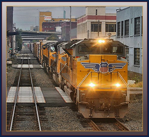 Amtrak Coast Starlight 14: Amtrak Coast Starlight Overtakes UP Freight Train!