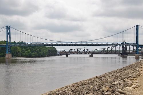 up river mississippi clinton bridges iowa loaded us30 7115 coaltrain 6078