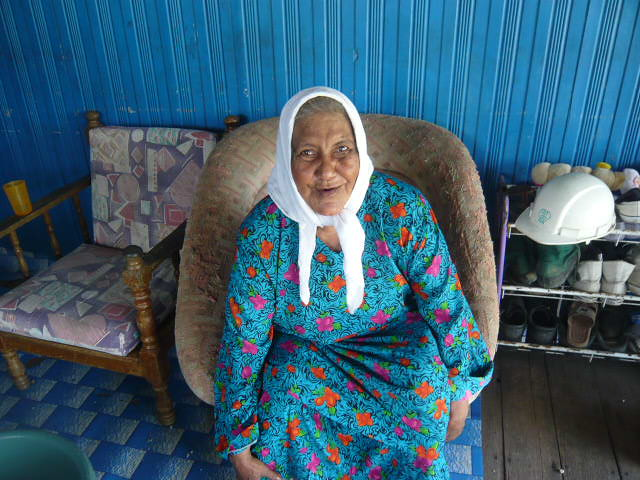 Nenek Berbaju Biru By She Is Nonong