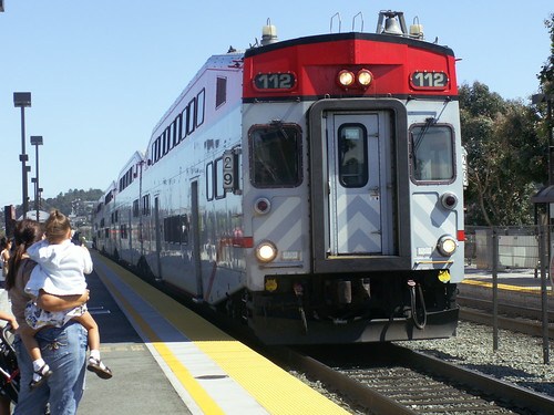 Caltrain arriving at station | by Bruno's Flickr