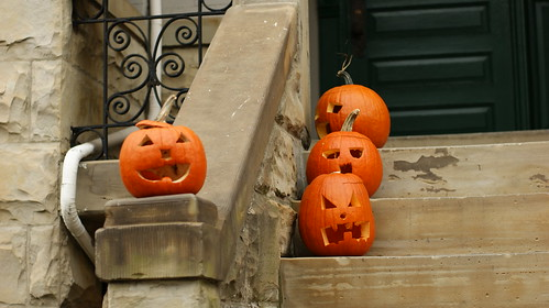 Halloween pumpkins on the step of a DC home | by dionhinchcliffe