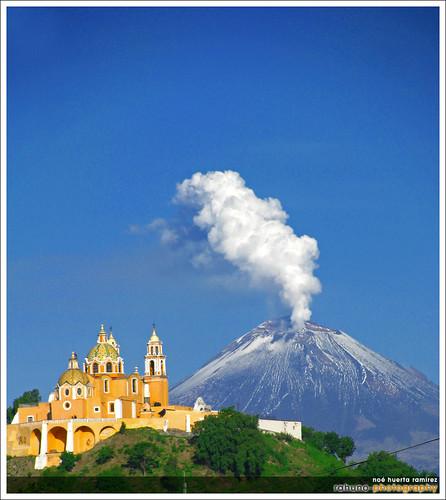 Cerrito de Cholula y Popocatepetl, Puebla.