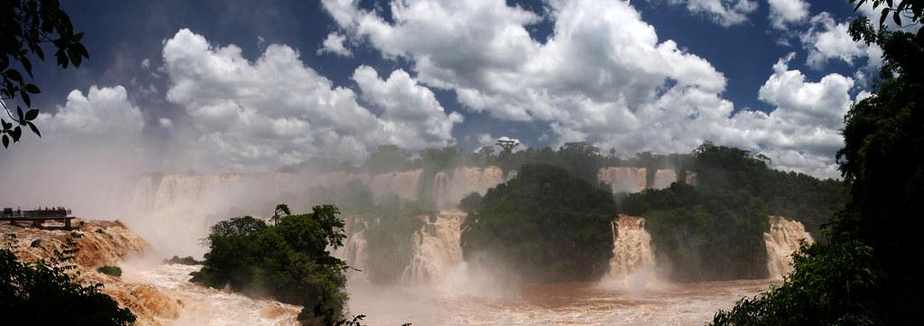 Iguazú Falls by jordics