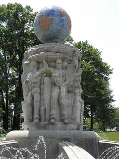 Rooselvelt Park Fountain   by DanCentury