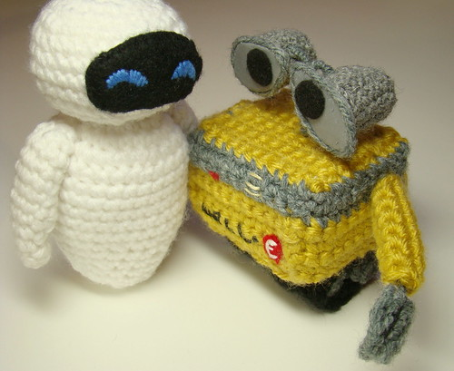Eve and Wall-e in crochet