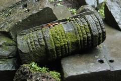 Mossy_stone_3@_Ta_Promh,_Angkor