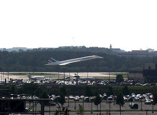 Concorde makes its final landing in Dulles (6/13/2003) | by ohadby