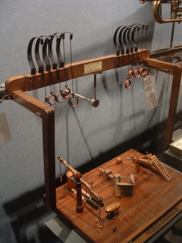 instrumentos de tortura dactila