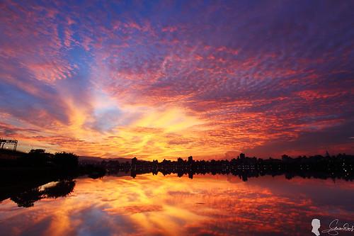 sky cloud sunrise canon eos taiwan taipei 台灣 台北 skyfire 日出 ef1740 火燒雲 晨彩 eos5d2 忠孝碼頭