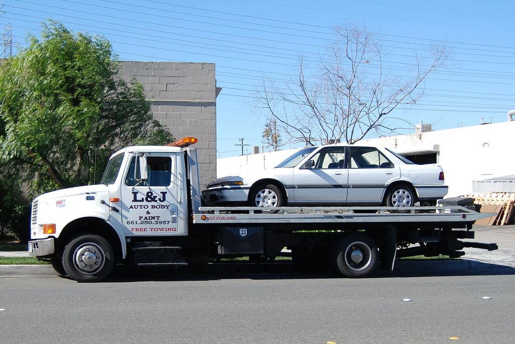 L J Auto Body Paint International Flatbed Tow Truck Flickr