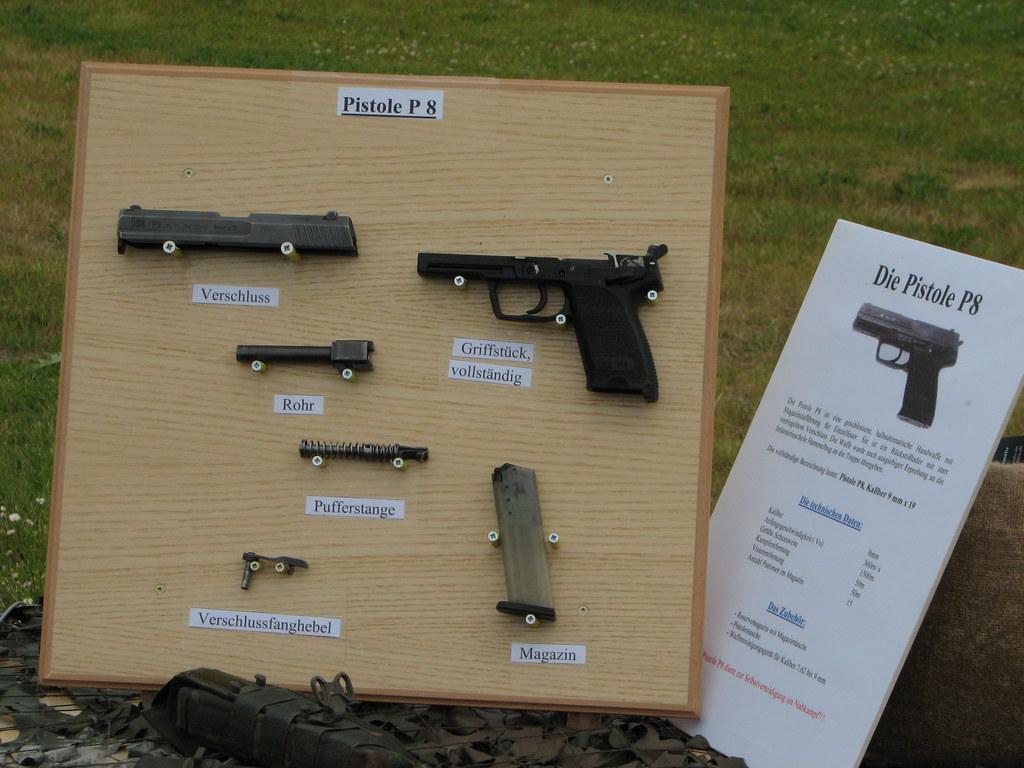 pistole p8 der bundeswehr in einzelteilen yetdark flickr