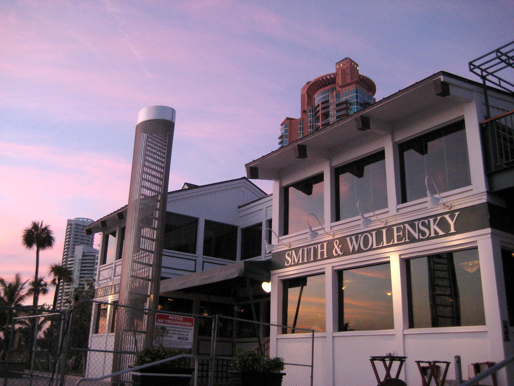 Smith & Wollensky Miami at Magic Hour