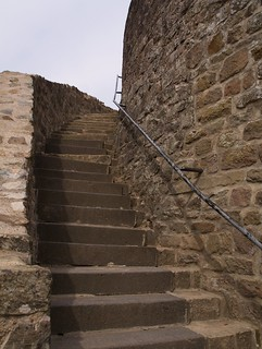 Treppe empor der Burgmauer | by tuxbrother
