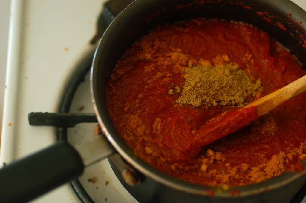 cooking the curry tomato dipping sauce