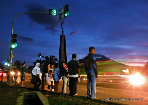 sunset night indonesia java downtown afternoon traffic landmark westjava bogor mtsalak nikoncoolpixp80 kujangstatue tugukujang