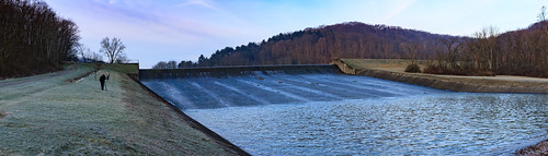 spillway pennsylvania kwtracyghostship commonwealthpa raccooncreekstatepark westernpa clinton unitedstates us dawn sunrise water winter panorama wide dam wall lake vast expanse watercontrol frost eos 40d canon cold chilling flowing