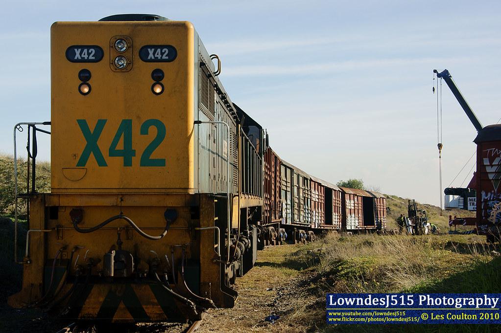 X42 at Brooklyn Tip Siding by LowndesJ515