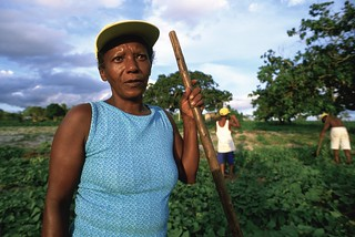 Maria and her family tend a crop of potatoes | by World Bank Photo Collection