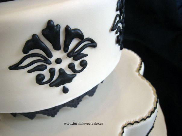 W9105 - black white wedding cake