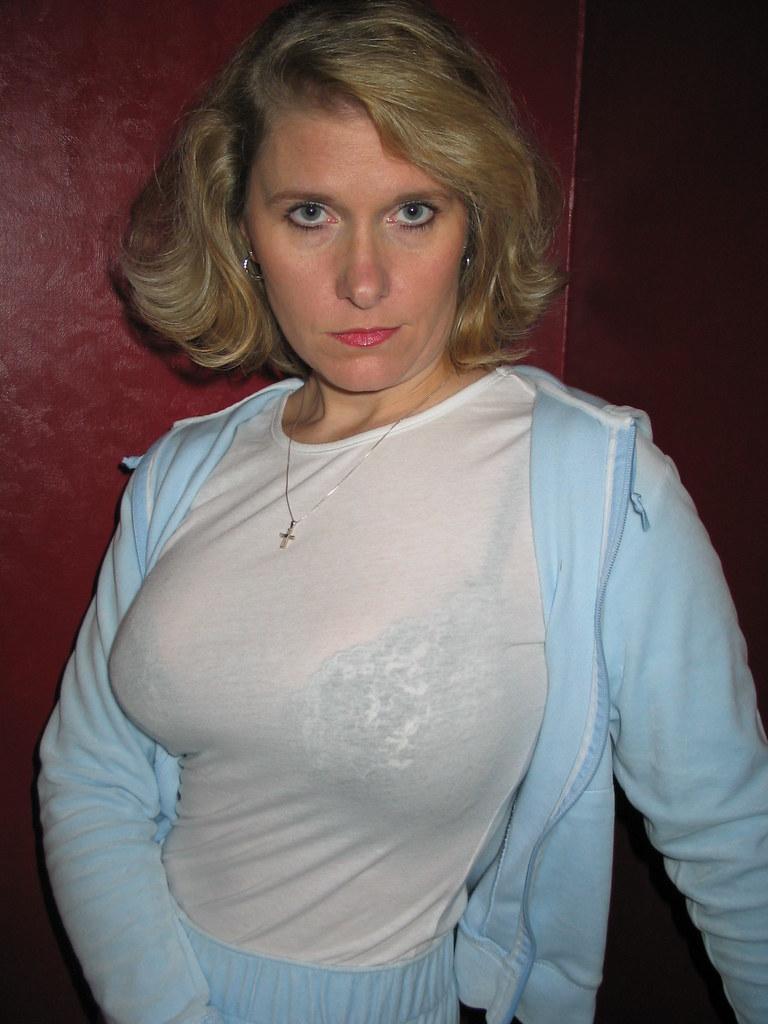 konnie huq breasts