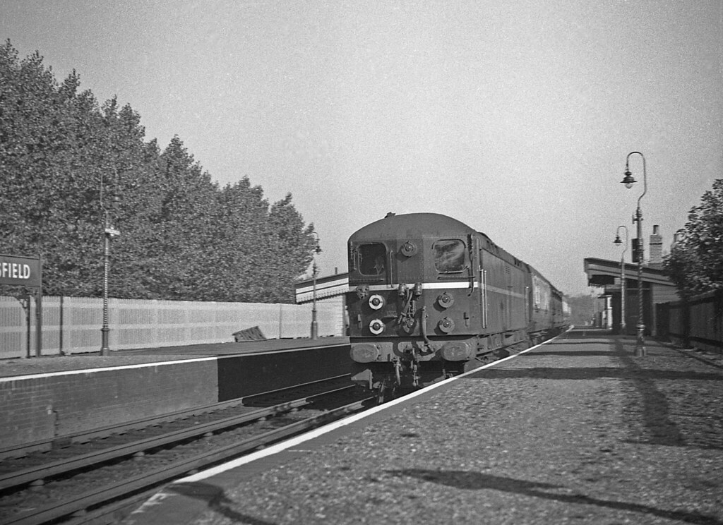 20002 passing through Wivelsfield with the 0935 Victoria to Newhaven Harbour 14 Oct 1955