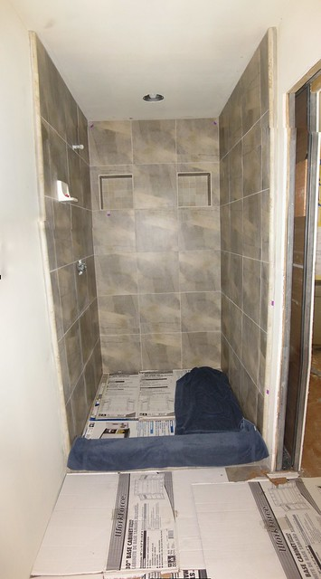 100513 shower tile grout sealed ICE rm sd790 4780_3