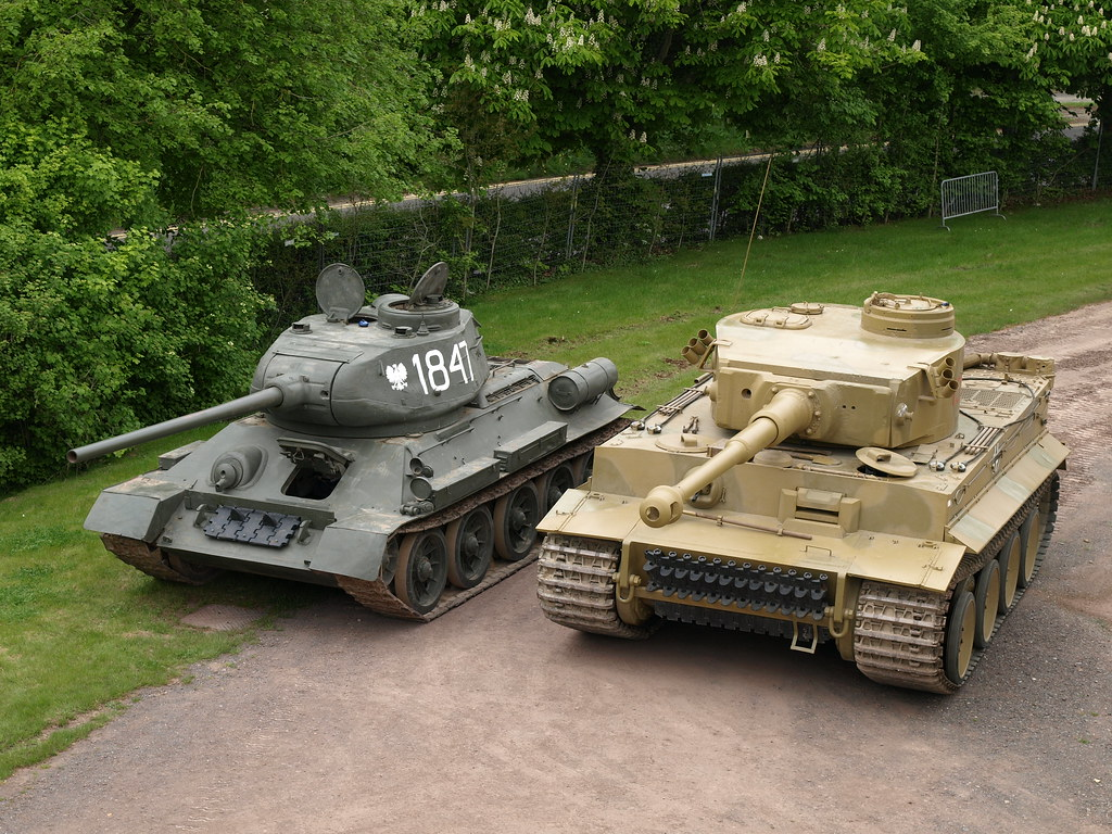 T34/85 & Tiger 131 | Britain at War magazine Issue 33 Januar