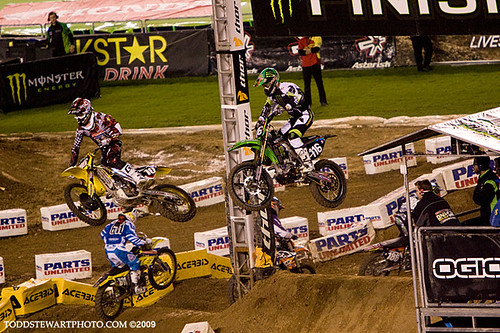 Ryan Dungey with the pass
