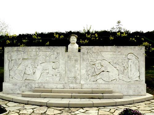 Bélus (40), monument à François Baco.   by Marie-Hélène Cingal