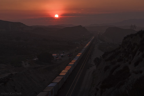 california outdoors lowlight trains socal transportation canondslr bnsf locomotives cajon railroads inlandempire cajonpass alltrains movingtrains sbcusa alltypesoftransport