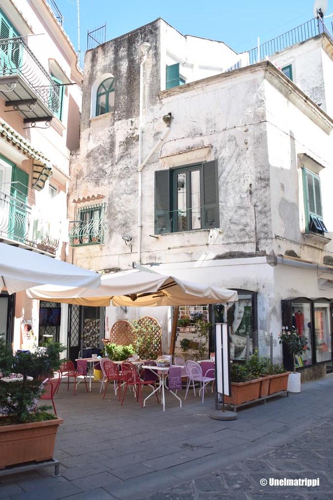 Ravintola Amalfin rannikolla Italiassa
