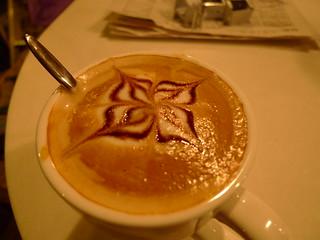 咖啡师做的咖啡,花儿还不错吧? | by Fenng(dbanotes)