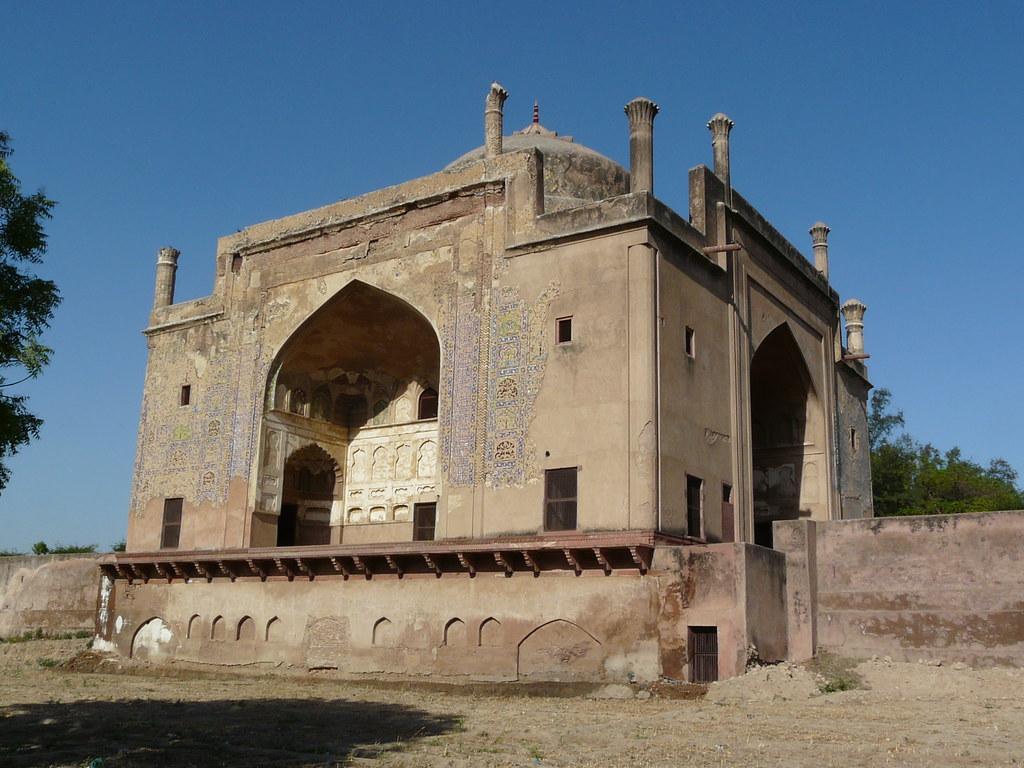 Chini Rauza toursit places in Agra