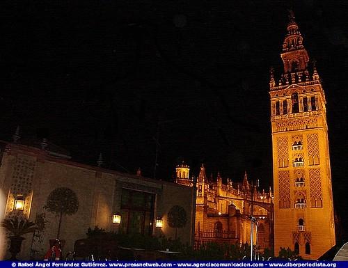La Giralda De Sevilla Vista Desde La Terraza Del Hotel Do