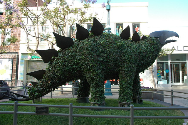 Giant chia pet, stegosaurus, metal and ivy statue, Santa Monica, California, USA