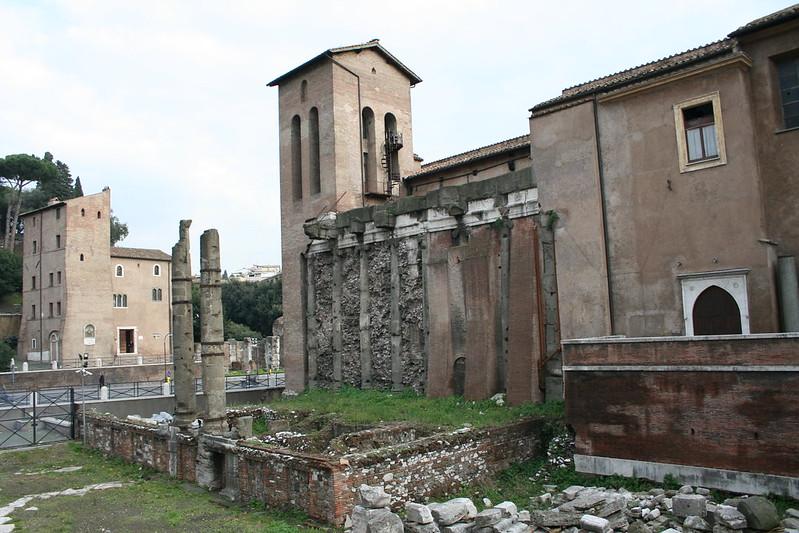 1887 2007 San Nicola in Carcere, lato destro