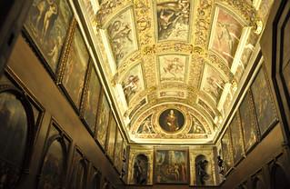 Lo Studiolo di Francesco I è coperta da una volta a botte, affrescata dal Poppi e da Jacopo Zucchi   by Umberto Fedele