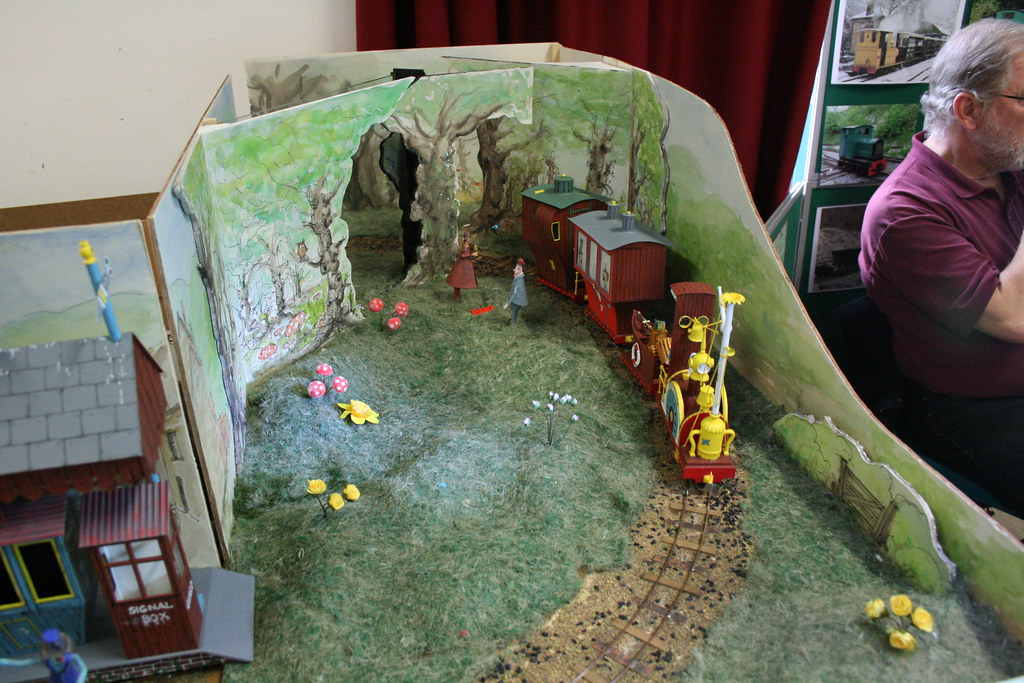 Much Pottering & Flakey Bottom - Gn15   Layout by Laurie Mau