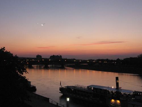 bridge sunset moon house river germany puente deutschland dresden boat tramonto sonnenuntergang dusk saxony ponte pont alemania bro brücke tyskland allemagne ocaso elbe germania coucherdesoleil solnedgång
