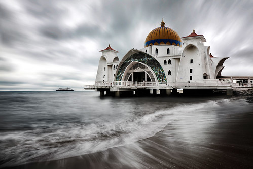 ocean sea sky cloud seascape beach water photoshop canon landscape landscapes boat seaside movement asia outdoor mosque filter shore lee rush malaysia 06 ef melaka malacca artie cs3 1635mm gnd f28l neutraldensity leefilter masjidselatmelaka malaccastraitsmosque 5dmarkii 5dm2 06h